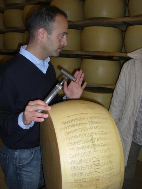 Parma発パルメジアーノ・レッジアーノ